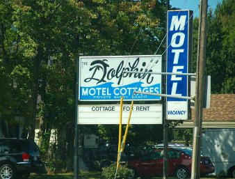 Dolphin Motel & Cottages